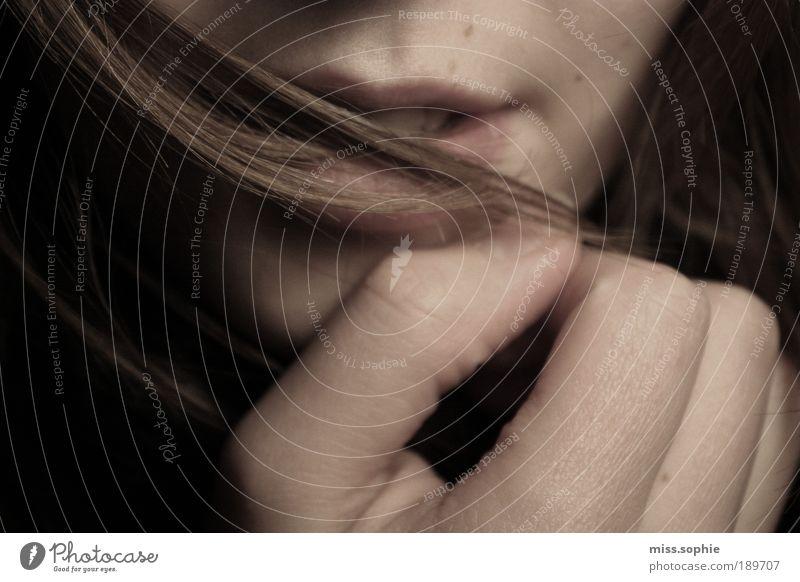 sehnsucht Hand Jugendliche schön Gesicht Frau feminin Gefühle Glück Haare & Frisuren Mund Haut Mensch Finger Zähne Lippen