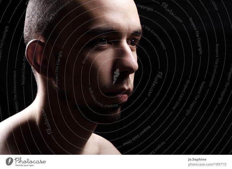 hold on to yourself Mensch Jugendliche Erwachsene Junger Mann Gefühle Kopf Denken 18-30 Jahre maskulin Sorge Irritation ernst skeptisch Zweifel Porträt