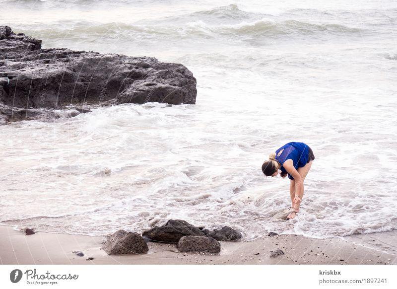 auf der suche nach... Ferien & Urlaub & Reisen Tourismus Abenteuer Ferne Freiheit Sommer Sommerurlaub Strand Meer feminin Junge Frau Jugendliche Erwachsene 1