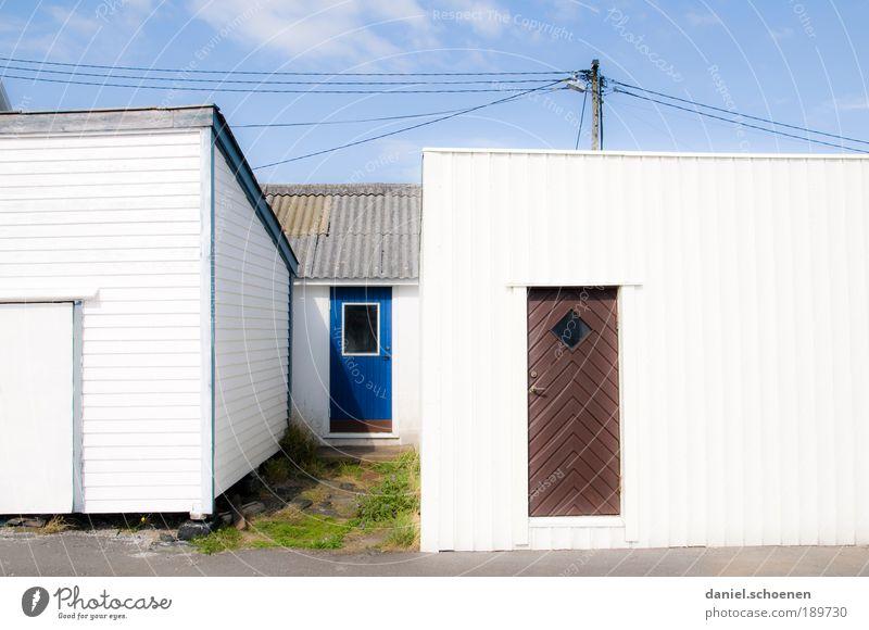 Licht weiß blau Haus hell Architektur Tür Dorf Schönes Wetter Schweden eckig Skandinavien
