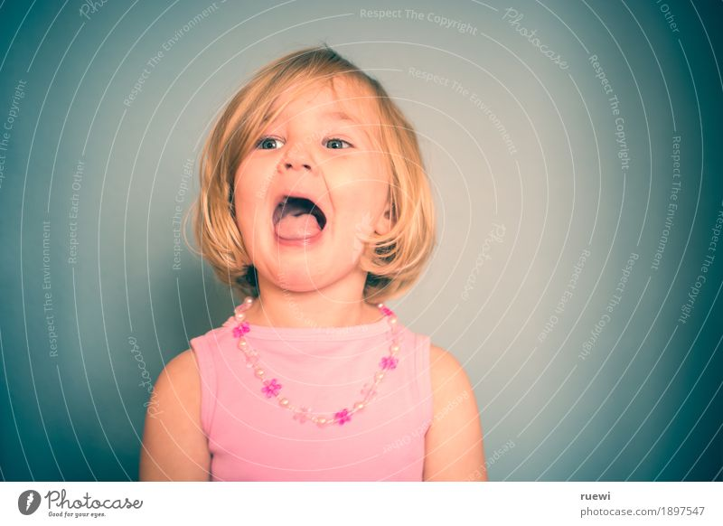 Singstar Mensch Kind Freude Mädchen Gesicht Gefühle lustig feminin Spielen lachen Kopf Stimmung rosa blond Musik Kindheit