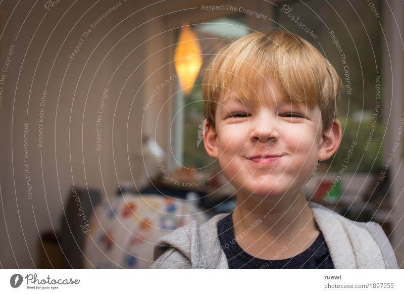 Lach mal wieder Mensch Kind Freude Gesicht Essen Gefühle lustig Junge lachen Glück Kopf Stimmung Zufriedenheit blond Kindheit Fröhlichkeit