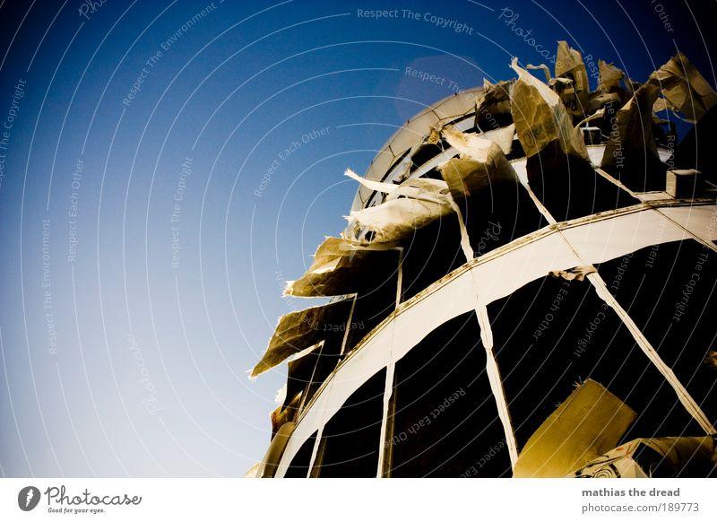 FLATTERGESPENST blau Gebäude Luft Architektur gehen Wind hoch Fassade trist Zukunft Telekommunikation Turm Wissenschaften außergewöhnlich Dynamik