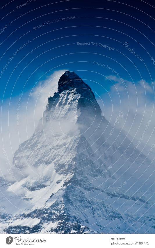 Monsterberg im Nebel blau Wasser Landschaft Wolken Winter Berge u. Gebirge Umwelt Bewegung Freiheit oben Wetter Luft authentisch hoch Klima Gipfel