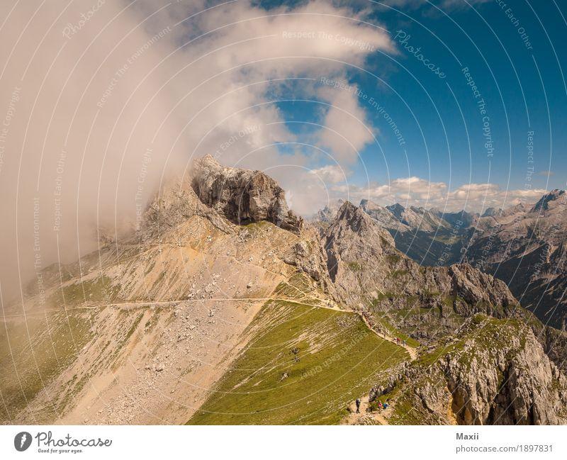 Bergblick ins Karwendel Landschaft Urelemente Erde Himmel Wolken Sommer Schönes Wetter Wind Nebel Gras Sträucher Felsen Alpen Berge u. Gebirge Karwendelgebirge