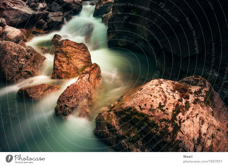 Running Water Umwelt Natur Wasser Sommer Felsen Alpen Berge u. Gebirge Schlucht Klamm Bach Fluss Wasserfall wandern Flüssigkeit Felsenschlucht Farbfoto