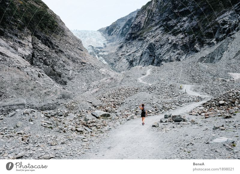 Searching for the glacier Natur Ferien & Urlaub & Reisen blau Wasser weiß Landschaft Einsamkeit Berge u. Gebirge Umwelt kalt Schnee grau Stein Felsen dreckig
