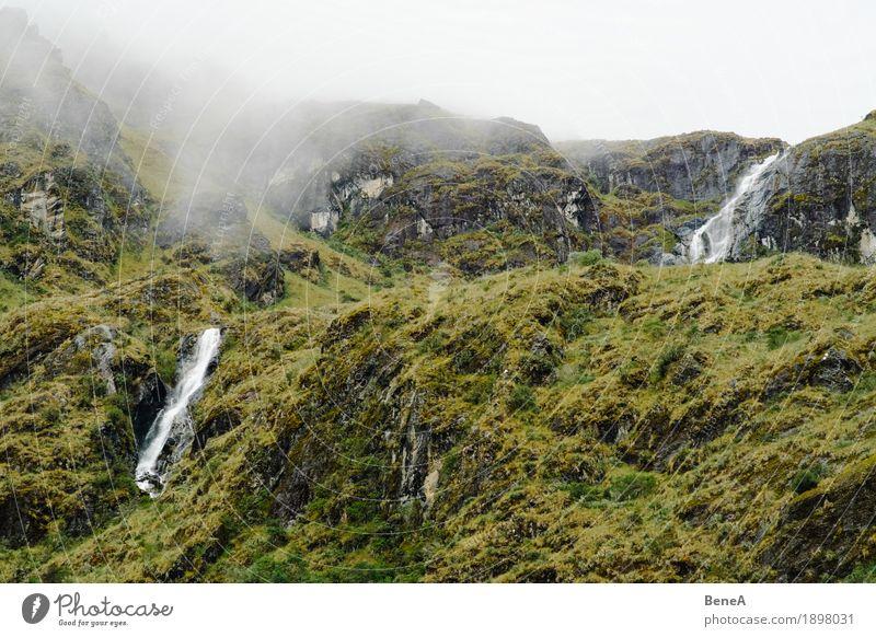 Cloudy mountains in Peru Natur Horizont Umwelt Ferne Anden Berge u. Gebirge Wolken Wolkenhimmel Wolkendecke Nebel grün Gras Landschaft Felsen Wasser Wasserfall