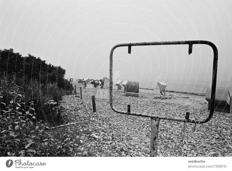 Kühlungsborn, 1987 Strand Sand Strandkorb Nebensaison Nachsaison Ferien & Urlaub & Reisen Meer Ostsee Nebel trüb Abend Dämmerung Schilder & Markierungen Rahmen