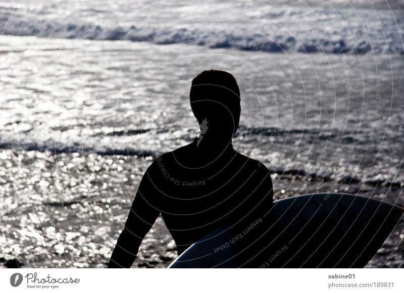 Surfer Mensch Mann Jugendliche Ferien & Urlaub & Reisen Sommer Meer Strand Erwachsene Ferne Sport Bewegung Freiheit Küste Schwimmen & Baden Wellen Wind
