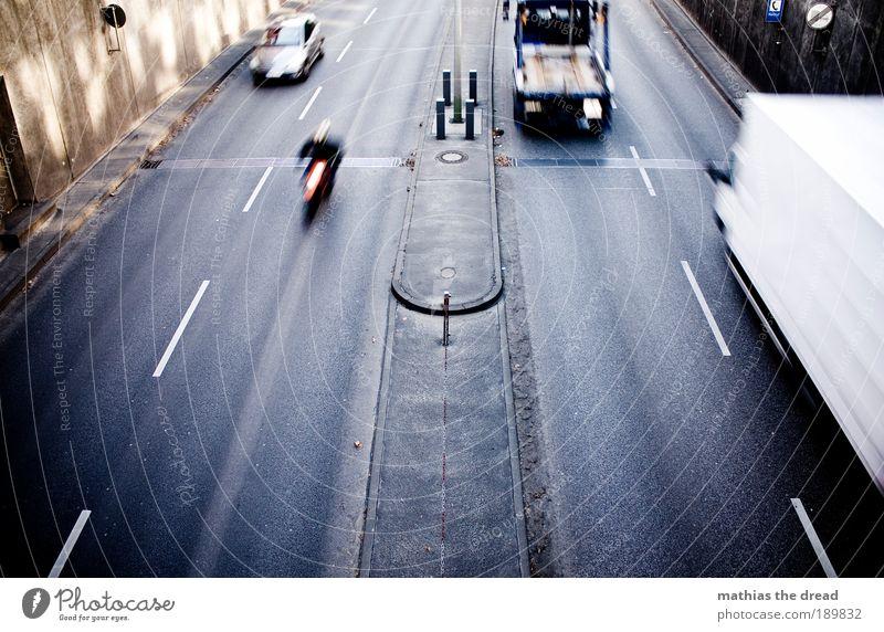FOUR LINES Stadt Ferien & Urlaub & Reisen Straße Bewegung Wege & Pfade PKW Straßenverkehr Verkehr Geschwindigkeit trist fahren Güterverkehr & Logistik Asphalt Lastwagen Autobahn Bewegungsunschärfe