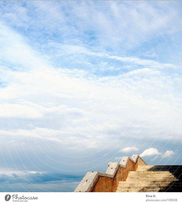 Hoch hinaus Himmel Ferien & Urlaub & Reisen blau Sommer Freude Ferne braun träumen Treppe Kraft Erfolg hoch Ausflug Lebensfreude Hoffnung Unendlichkeit