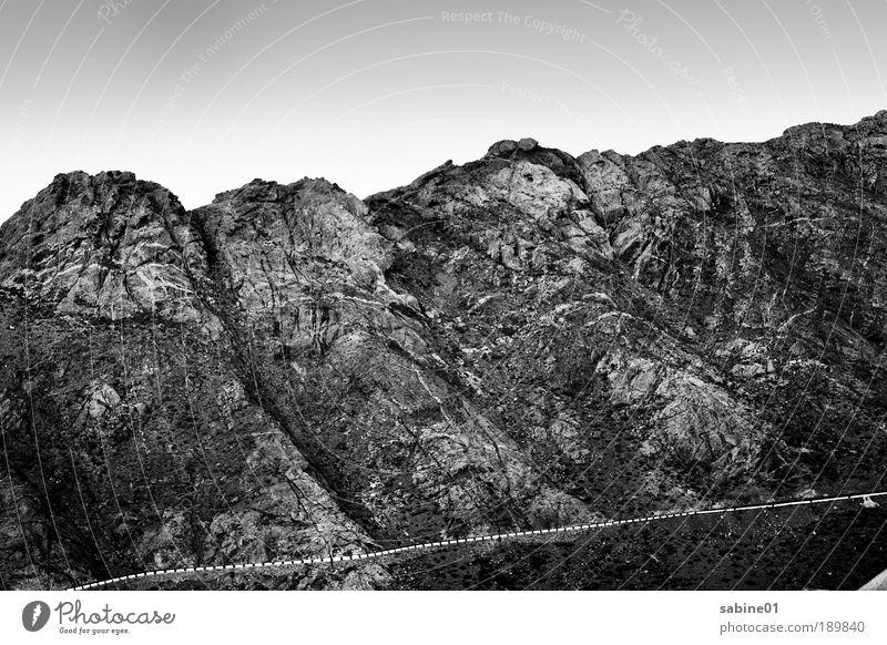 Fuertemountains Umwelt Natur Landschaft Urelemente Erde Luft Himmel Wolkenloser Himmel Wärme Dürre Gras Sträucher Felsen Alpen Berge u. Gebirge Gipfel Vulkan