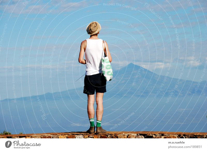 383 looklands Himmel Natur Jugendliche Meer Sommer Erwachsene Einsamkeit Mann Ferne Umwelt Landschaft Erde Beine Haut wandern maskulin