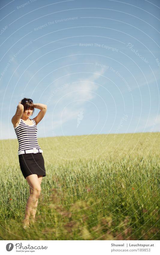 hello kitty Mensch Himmel Natur Jugendliche schön Sonne Sommer Erwachsene feminin Umwelt Landschaft Freiheit Luft Mode T-Shirt 18-30 Jahre