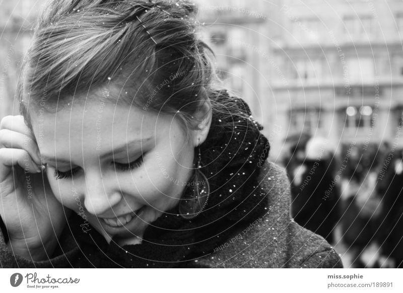 stay with me feminin Frau Erwachsene Jugendliche Haut Kopf Haare & Frisuren Gesicht Nase Finger Gebäude berühren Lächeln leuchten streichen Freundlichkeit Glück