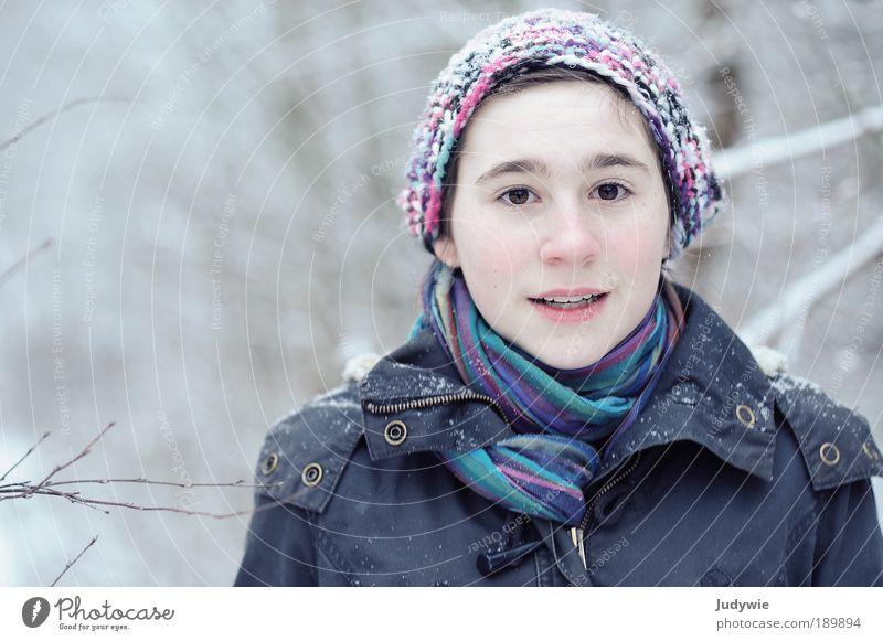 Huch! Gesicht feminin Kind Mädchen Kindheit Jugendliche 13-18 Jahre Umwelt Natur Winter Eis Frost Schnee Baum Wald Jacke Schal Mütze schön natürlich niedlich