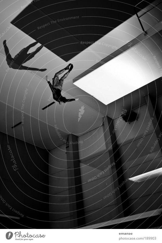 5m eagle Mensch Jugendliche Freude Sport Erholung springen Freiheit Kraft Körper Erwachsene maskulin fliegen hoch Lifestyle ästhetisch