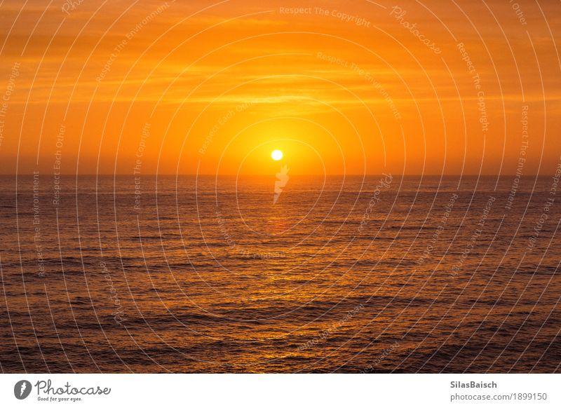 Sonnenaufgang und der Ozean Natur Ferien & Urlaub & Reisen Farbe schön Wasser Landschaft Ferne Gefühle Lifestyle Küste Gesundheit Freiheit Stimmung hell Wellen