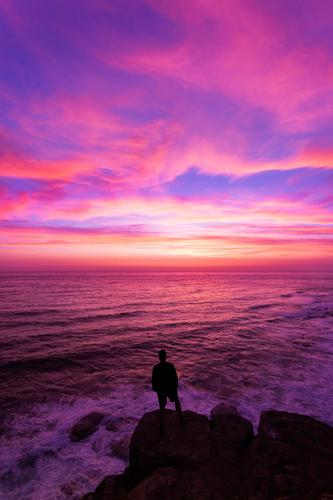 Frühmorgens Abenteuer Mensch Natur Ferien & Urlaub & Reisen Jugendliche Junger Mann Meer Erholung Ferne Berge u. Gebirge Leben Lifestyle Freiheit Ausflug
