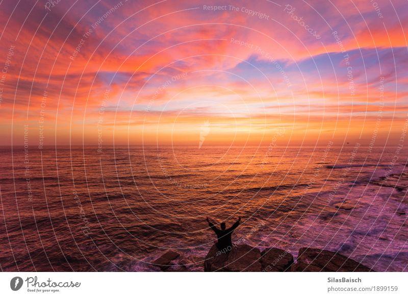 Natur Ferien & Urlaub & Reisen Jugendliche schön Junger Mann Meer Landschaft Freude Ferne Strand Lifestyle außergewöhnlich Felsen hell Horizont Ausflug