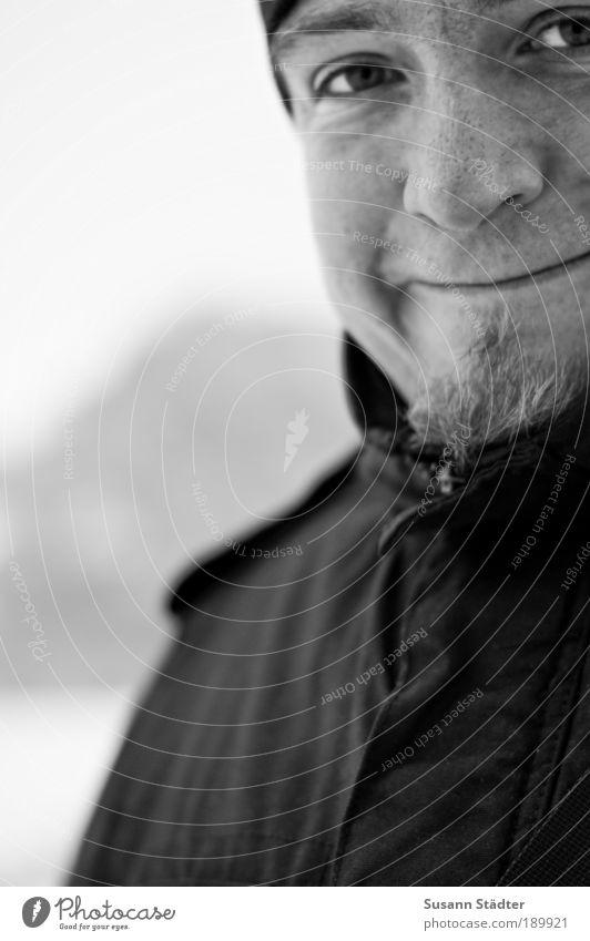 Sympathieträger maskulin Junger Mann Jugendliche Haut Kopf Gesicht Nase Mund Lippen Bart 18-30 Jahre Erwachsene Lächeln kalt kuschlig Glück Fröhlichkeit