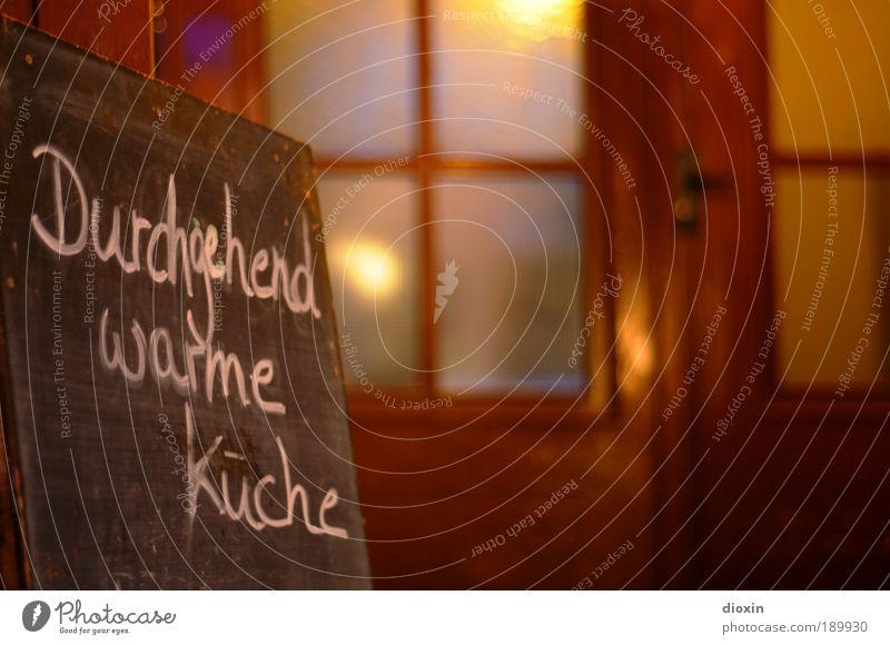 Sei hier Gast! Tourismus Zufriedenheit Tür Ernährung genießen Warmherzigkeit Küche Gastronomie Hotel Restaurant Altstadt Tafel Abendessen Mittagessen Nachtleben