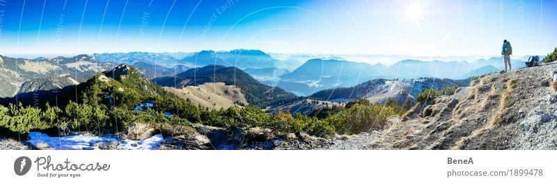 Frau mit Rucksack vor Alpenpanorama am Trainsjoch Himmel Natur Ferien & Urlaub & Reisen Sonne Landschaft Erholung Einsamkeit Berge u. Gebirge Erwachsene Umwelt