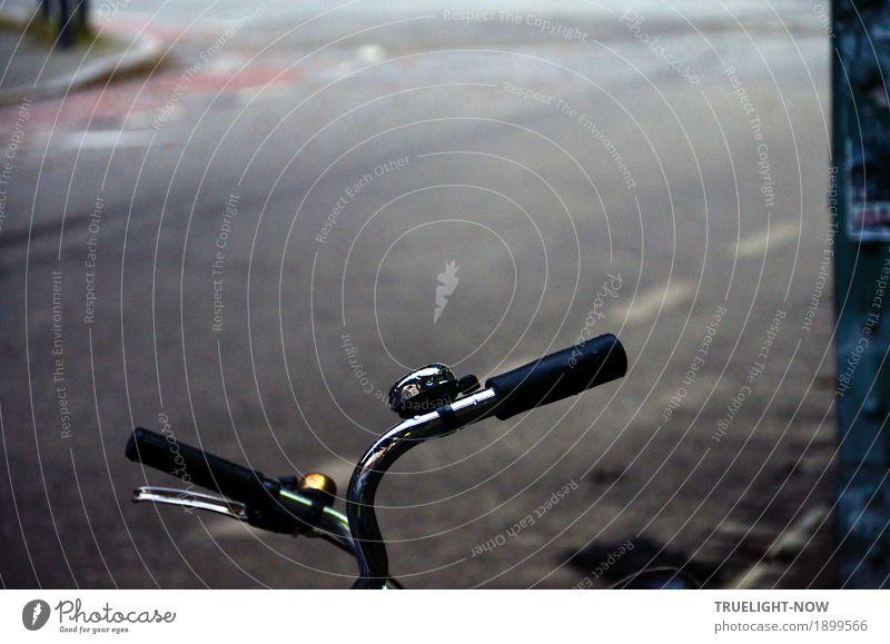 Wir haben Pause! alt blau Stadt Freude dunkel Straße kalt Lifestyle Stil grau Design Zusammensein Verkehr glänzend elegant Fahrrad
