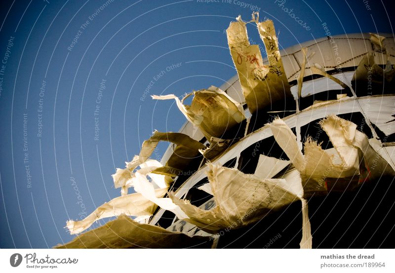FLATTERGESPENST II blau Bewegung Luftverkehr Zukunft trist Technik & Technologie Fabrik Telekommunikation Wissenschaften außergewöhnlich Dynamik Ruine Schönes Wetter bizarr Informationstechnologie Industrieanlage
