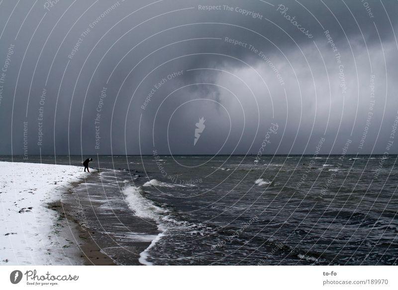Am Meer Mensch Natur Wasser Winter Strand Wolken Landschaft Schnee Küste Luft Stimmung Regen Wetter Wind Klima