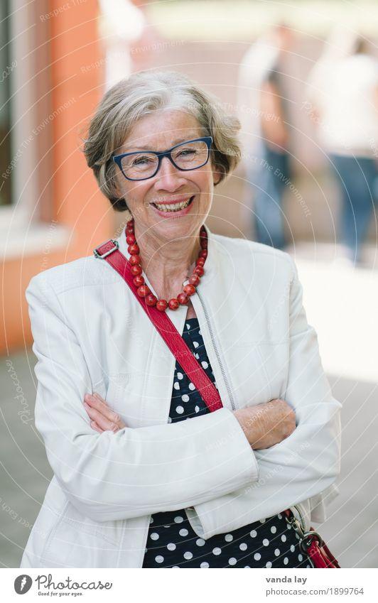 Seniorin kaufen Stil Gesundheit Seniorenpflege Übergewicht Leben Lehrer Arbeit & Erwerbstätigkeit Business Karriere Ruhestand Frau Erwachsene Weiblicher Senior