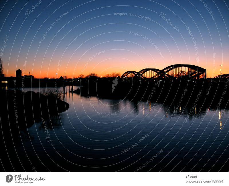 Die Brücken am Fluss Landschaft Wasser Himmel Wolkenloser Himmel Nachthimmel Herbst Schönes Wetter Flussufer Nordsee Ostsee Hamburg Hafenstadt Stadtrand