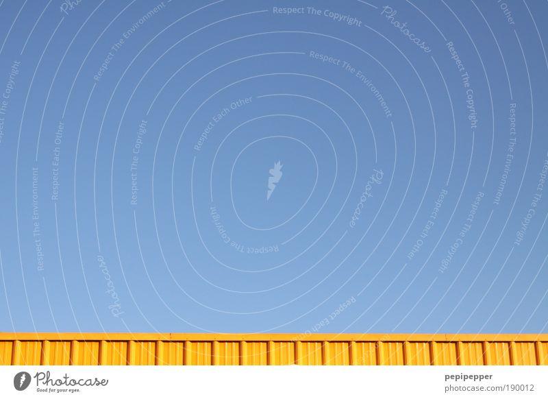 gelb auf blau Himmel Sommer kalt Architektur Luft Arbeit & Erwerbstätigkeit Fassade Industrie Baustelle Dach Güterverkehr & Logistik Fabrik Stahl