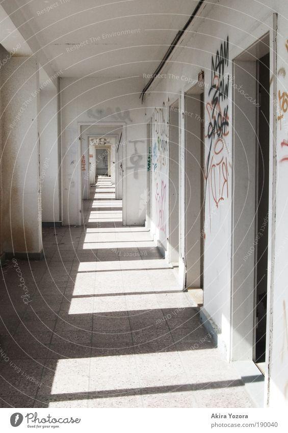 Der Gang II Haus Fenster Wand Mauer Arbeit & Erwerbstätigkeit Zerstörung Industrieanlage