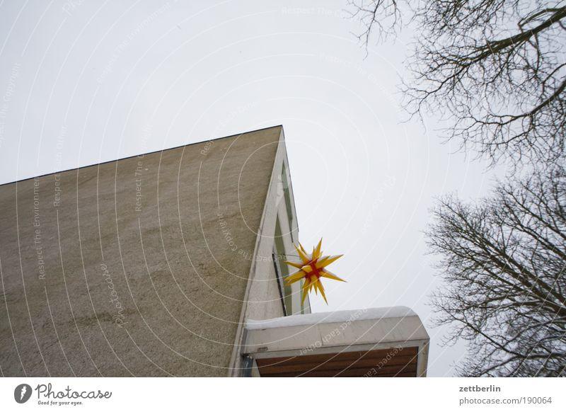 Weihnachtsstern Himmel Weihnachten & Advent blau Haus Wand Fenster Mauer Lampe Religion & Glaube Beleuchtung Fassade Stern Stern (Symbol) Kirche Schmuck