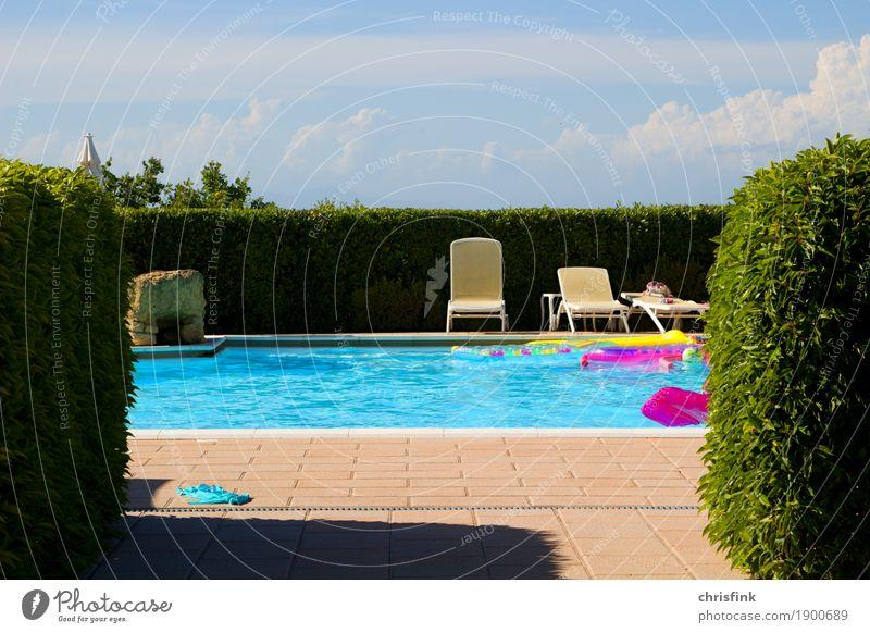 Stühle am Pool Ferien & Urlaub & Reisen blau Sommer grün Sonne Erholung ruhig Freude Gefühle Sport Glück Schwimmen & Baden rosa Freizeit & Hobby Lebensfreude