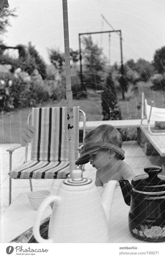Sommer 1987 Kind Kaffee Kannen Kaffeetisch Tisch Möbel Garten Ferien & Urlaub & Reisen Stuhl Campingstuhl Camping Stuhl Schaukel Mütze Wetterschutz Hand