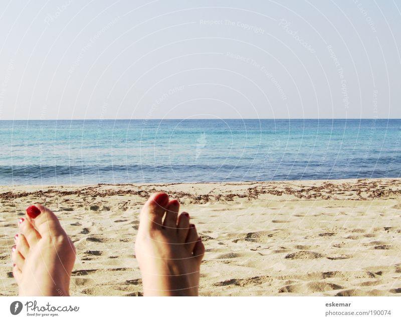 far niente Mensch Frau blau Ferien & Urlaub & Reisen Sommer Meer Freude Strand ruhig Erwachsene Erholung feminin Glück Fuß hell Horizont