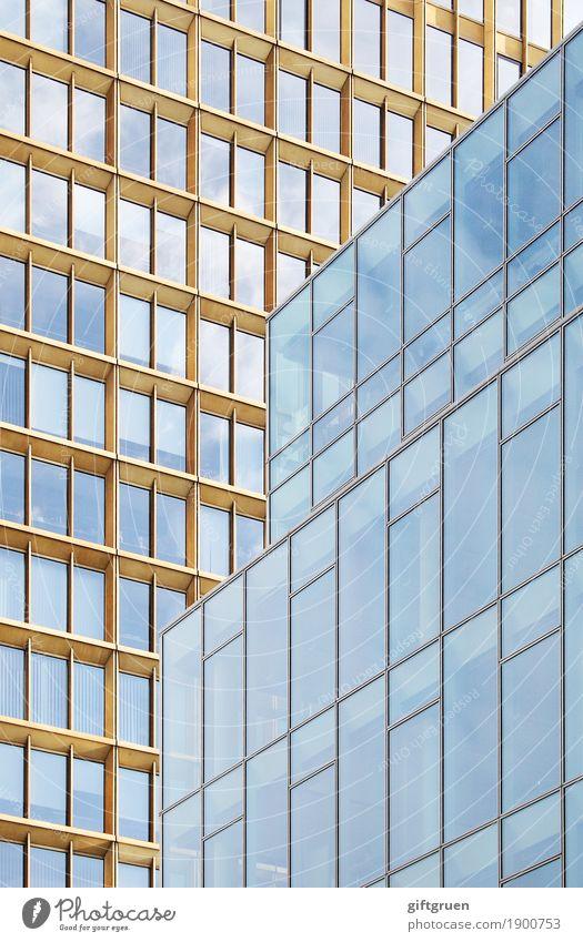 urban geometry Stadt Stadtzentrum Menschenleer Haus Hochhaus Bauwerk Gebäude Architektur Fassade Fenster Fensterscheibe groß kalt modern Sauberkeit