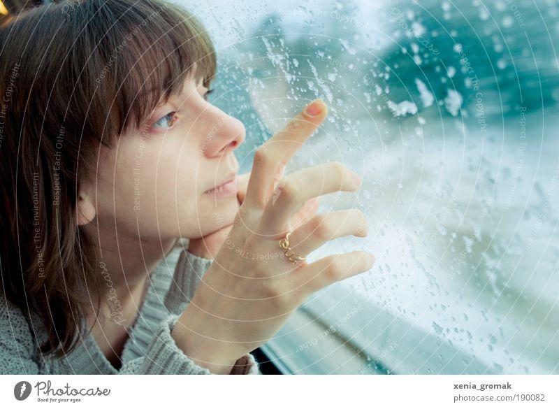Window Frau Mensch Jugendliche Hand Ferien & Urlaub & Reisen Meer Winter Erwachsene Gesicht Auge feminin Leben Schnee Berge u. Gebirge Porträt Regen