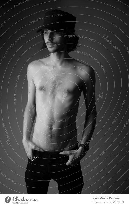 Tausend tote Seelen Stil maskulin Junger Mann Jugendliche Körper Haut Bart Brust Bauch 1 Mensch 18-30 Jahre Erwachsene Hose Mütze schwarzhaarig stehen leuchten