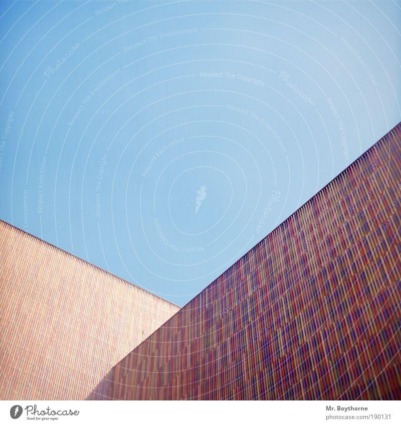 Polymorphe Polygone Sightseeing Städtereise Kunst Museum Wolkenloser Himmel Schönes Wetter München Architektur Mauer Wand Fassade Sehenswürdigkeit