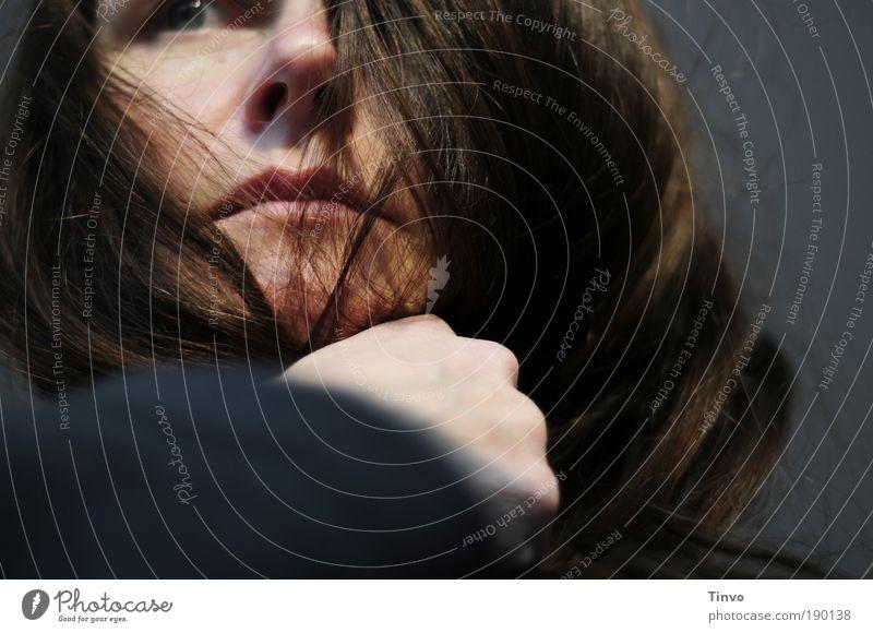 Die Luft und die Liebe, die wir zum Leben brauchen Frau Mensch Gesicht feminin Gefühle Haare & Frisuren Kopf Stimmung Kraft Erwachsene Hoffnung Mut stark gefangen Wissen Sorge