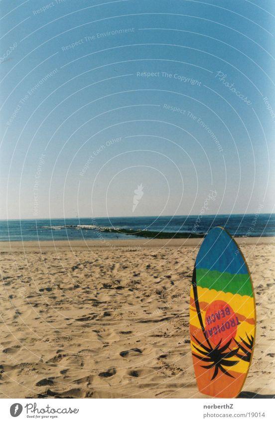 Skimboard am Strand Himmel blau Ferien & Urlaub & Reisen Sport Erholung Sand
