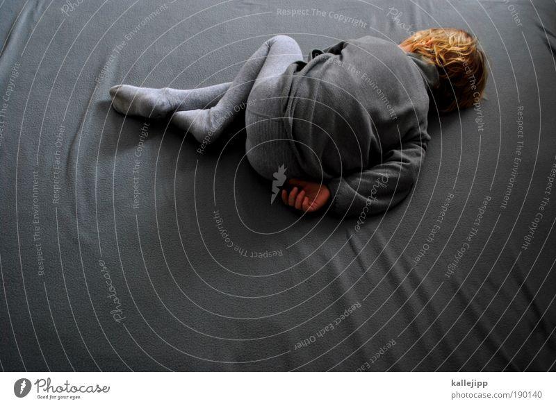 graustufen Mensch Junge Kindheit Leben Haare & Frisuren Hand Beine Fuß 1 3-8 Jahre Jacke Strumpfhose blond liegen schlafen träumen Traurigkeit Angst Einsamkeit