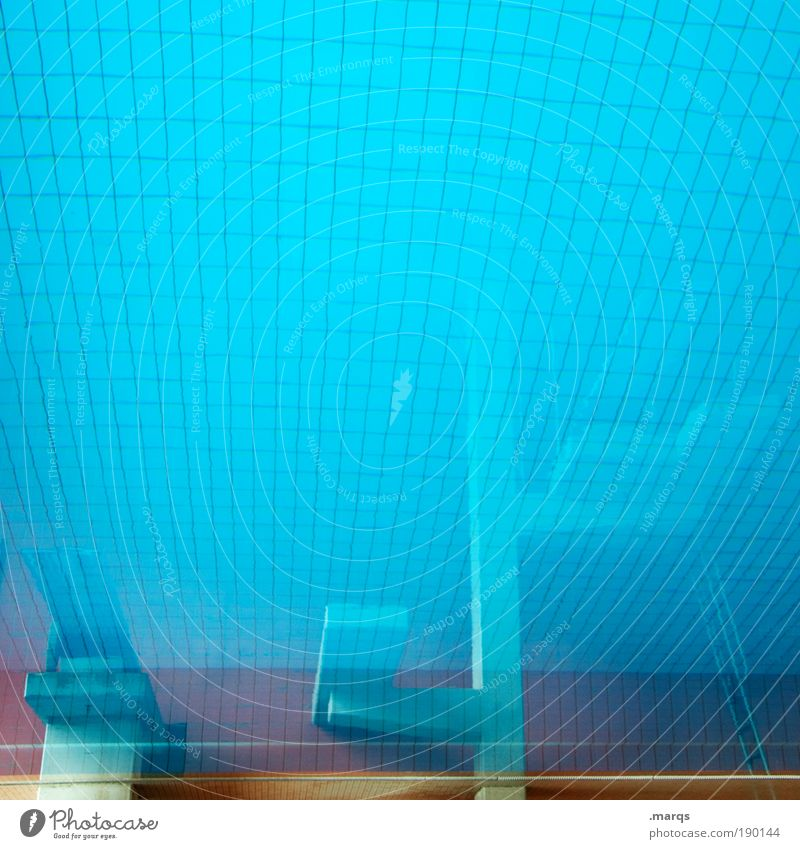 Deep blau Wasser Freude Farbe Erholung Sport Gefühle springen Angst Freizeit & Hobby außergewöhnlich Sauberkeit Schwimmbad tauchen Flüssigkeit skurril