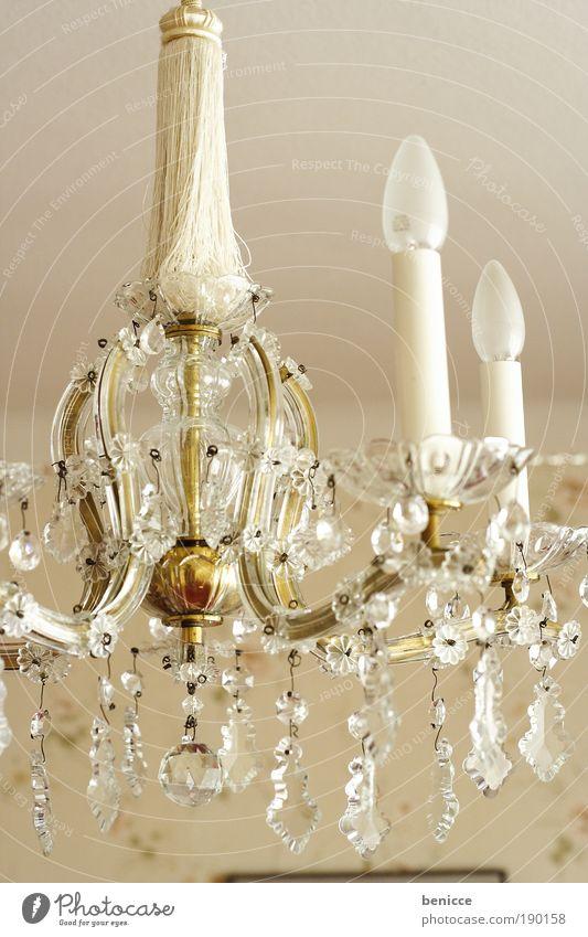 Edel alt Lampe Energie Burg oder Schloss historisch edel Glühbirne Altbau Kronleuchter verziert Deckenlampe