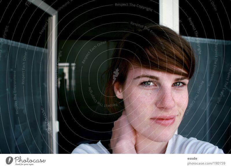sorry, hab verschlafen. Hand grün blau Gesicht Auge Fenster Glück träumen Kopf Denken Glas Tür authentisch Häusliches Leben natürlich berühren