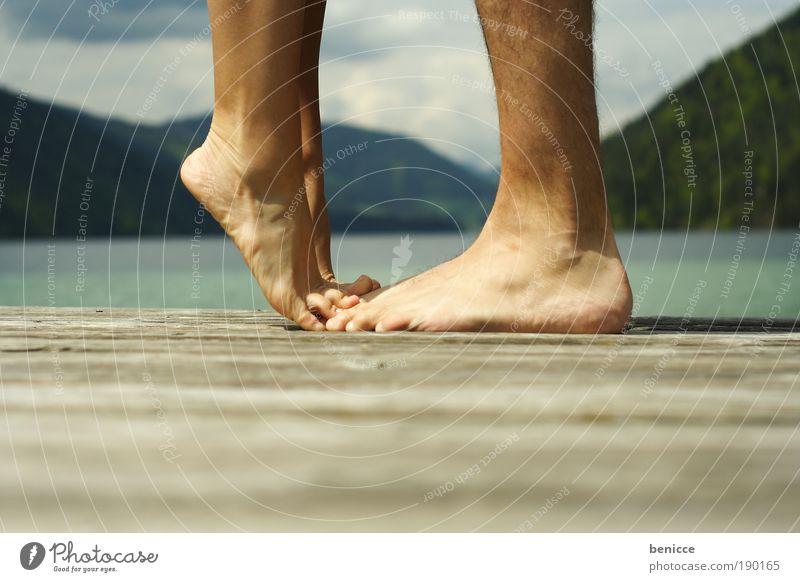 Küss mich Großer ! Küssen Paar Fuß Beine Ferien & Urlaub & Reisen Steg Liebe See Mann Frau Ehepaar Liebespaar Verliebtheit treten steigen klein Sonne Sommer